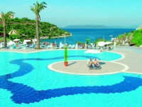 Hilton Bodrum Turkbuku Resort   SPA - басейн